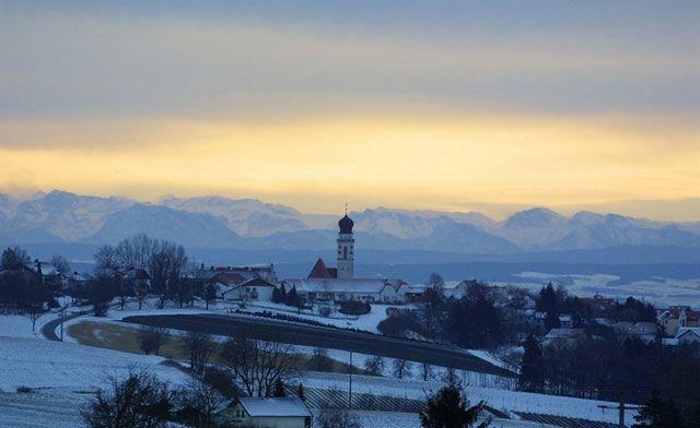 Bad Griesbach mit Alpenkette